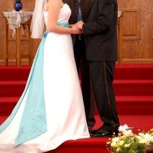 David's Bridal T8778 Wedding Dress Size 8